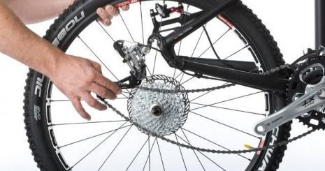 Как установить переднее колесо на велосипеде